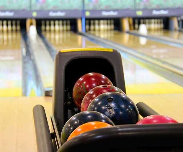 bowling-colorful-bowling-balls-bowling-pin-53115.jpg