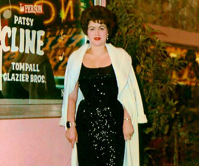 Patsy_Cline_at_the_Mint_Casino_in_Las_Vegas,_Nevada._Circa_1962.jpg