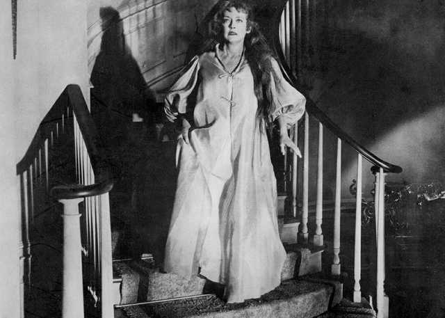 Hush…_Hush,_Sweet_Charlotte_(film)_1964_-_Bette_Davis_as_Charlotte_Hollis.jpg