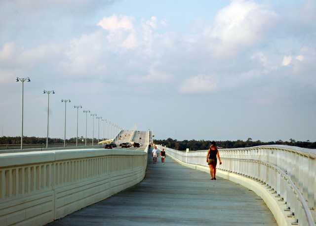 biloxi-bay-bridge-in-ocean-springs-mississippi_800.jpg