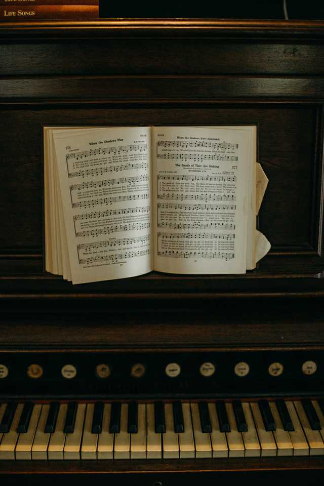 the-myrtles---piano.jpg