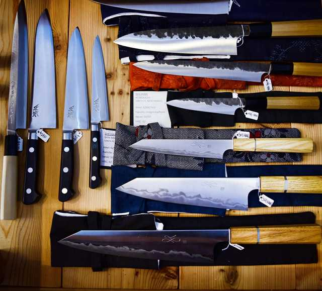 coutelier_knives2.jpg