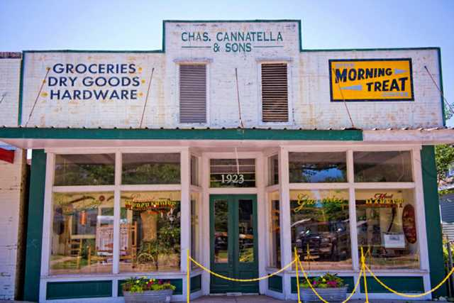 Cannatellas-Grocery-in-Melville-Louisiana2-e1538245141839.jpg