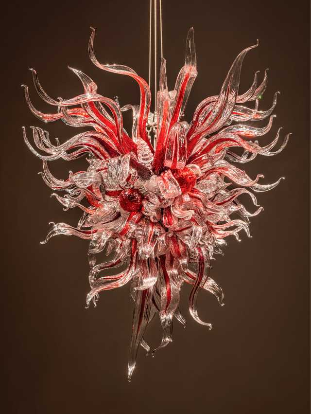 Dale-Chihuly-Clarion-Burgundy-Chandelier.jpg