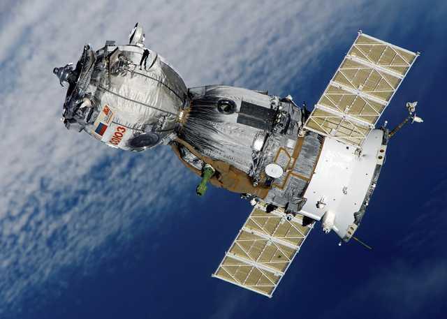 Spaceship-Satellite-Space-Station-Soyuz-Aviation-67718.jpg