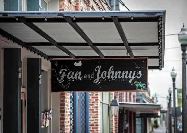Fan-&-Johnnys-1.jpg