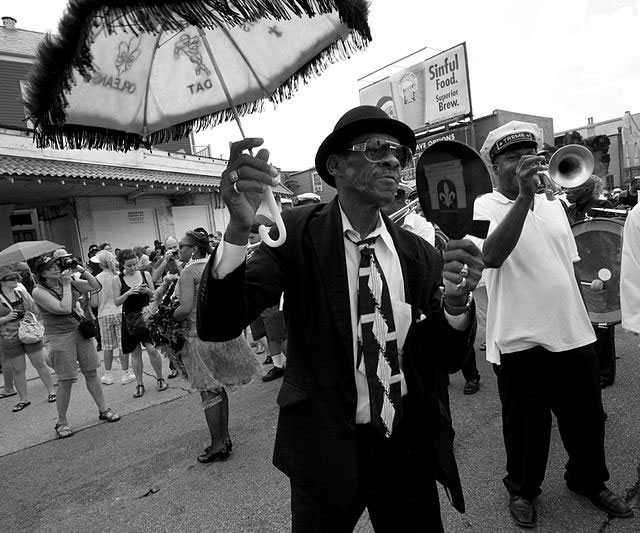 800px-Satchmo_Summerfest_Second-line_9.jpg