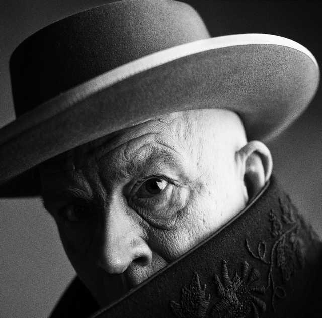 Irving-Penn-_-Pablo-Picasso,-Cannes,-France-(1957),-2014.jpg