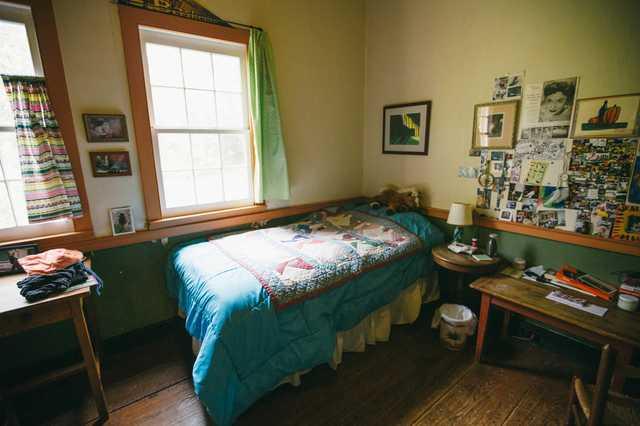 StGabriel_bedroom.jpg