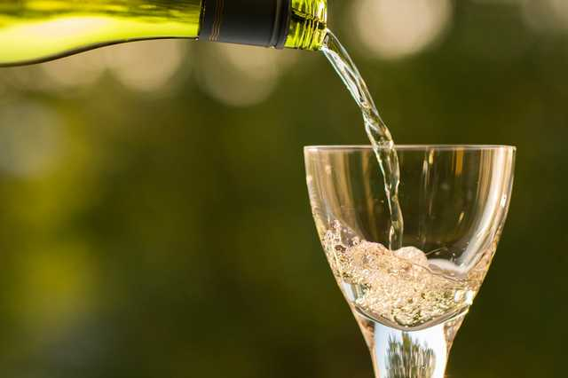 pour-wine-in-the-glass.jpg