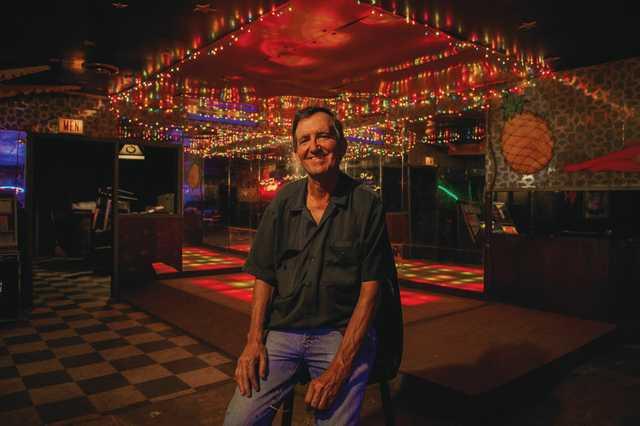 Eugene-Manuel_Holiday-Lounge_Olivia-Perillo_2020_01.jpg