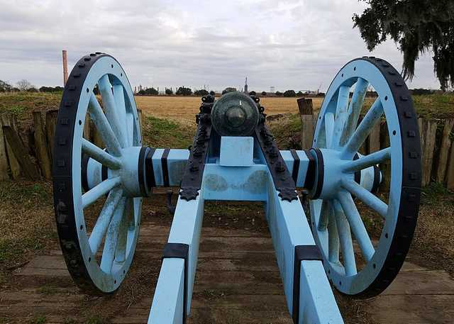 800px-Chalmette_Battlefield,_looking_through_the_cannon,_January_2018.jpg