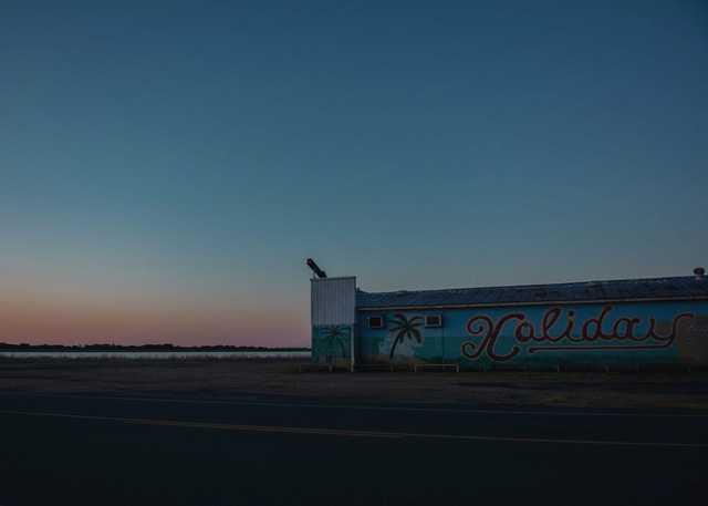 Holiday-Lounge-at-sunrise_MamouLA_Olivia-Perillo-11.jpg