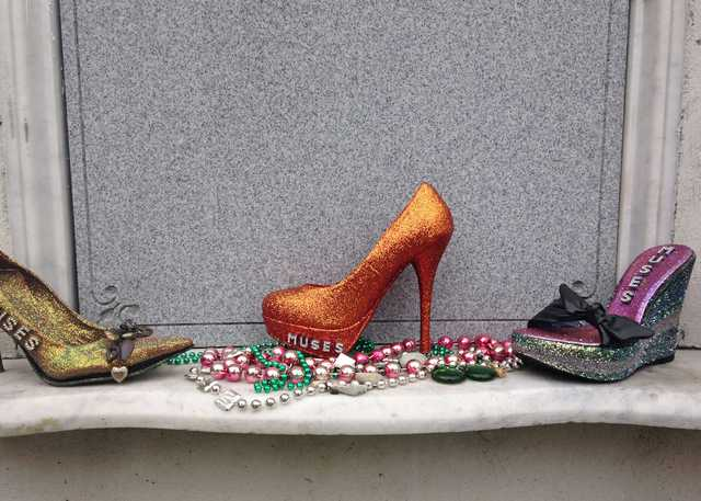 Muse_Shoes_on_Tomb_Lafayette_Cemetery_No_1.jpg