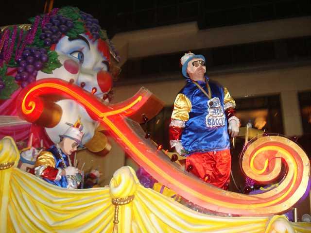 Bacchus_Sunday_Parade_New_Orleans_01.jpg