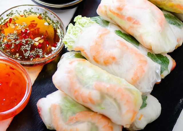 vietnamese-spring-rolls-rice-paper-lettuce-salad-v-TERN6AK.jpg