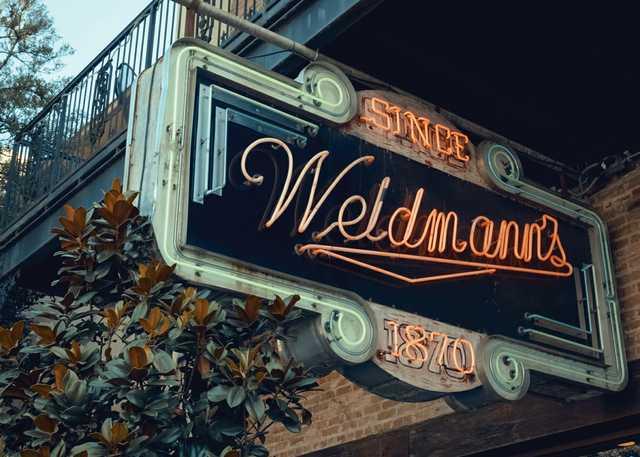 VM_weidmanns-neon-sign.jpg