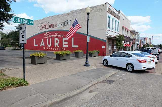 laurel300downtownmural1.jpg