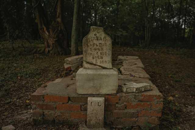 CR-Hidden-Cemetery_Evangeline-Parish_Olivia-Perillo---17.jpg
