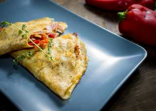 omelette-with-bacon-and-vegetables-WR49JD9.jpg