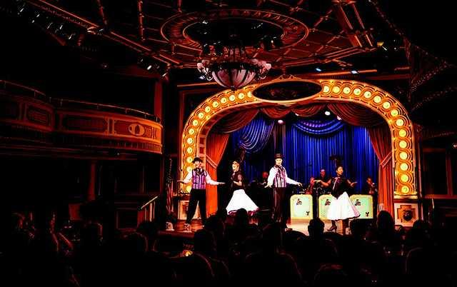 american_queen_riverboat_grand_saloon.jpg