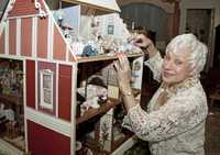 Victorian Museum dollhouse photo.jpg