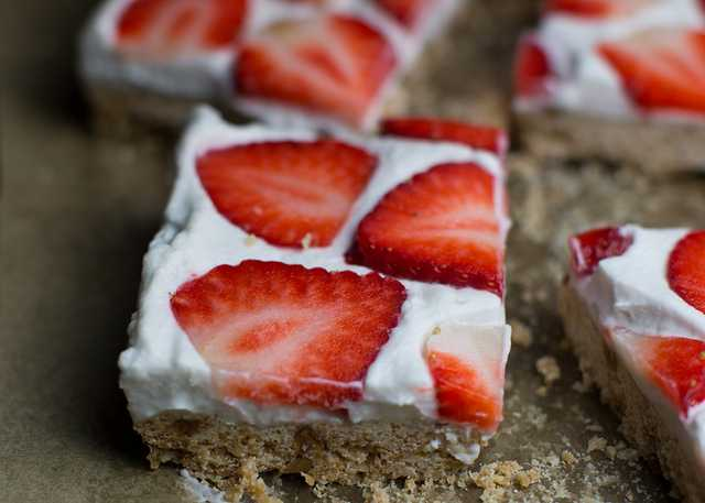 mississippi vegan strawberry shortcake bars.jpg