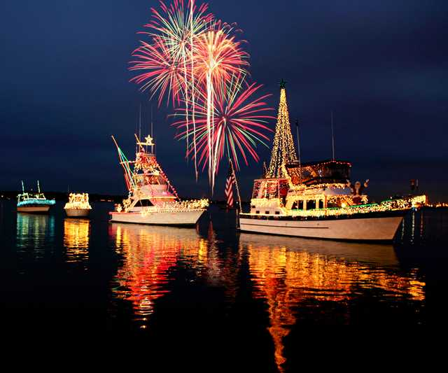 Lighted-Boat-Parade--Credit-www.monsoursphotography-(6).jpg