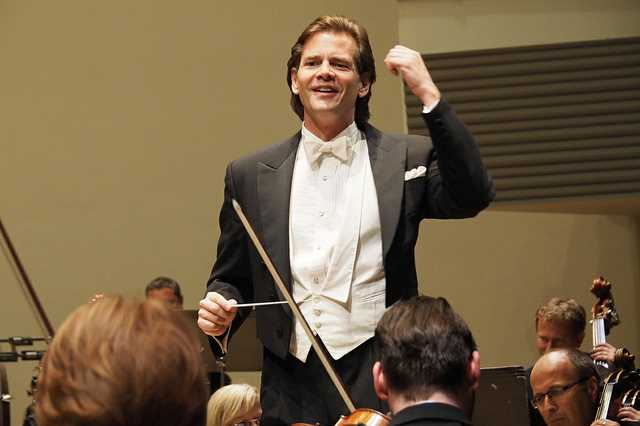 Paul-Mauffray-Tabasco-conducting-2015.jpg