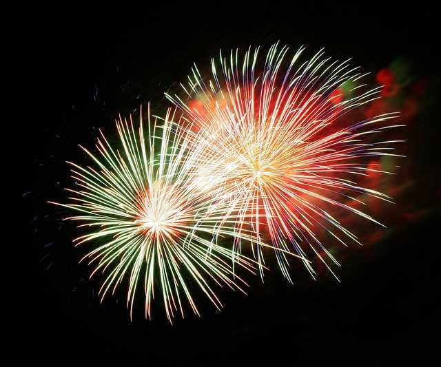 fireworks-227383_1920.jpg
