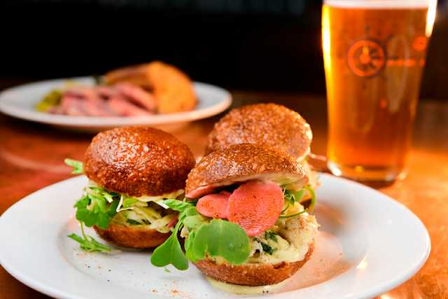 Stokehold_Crab_Sliders_with_Storyville_IPA.jpg